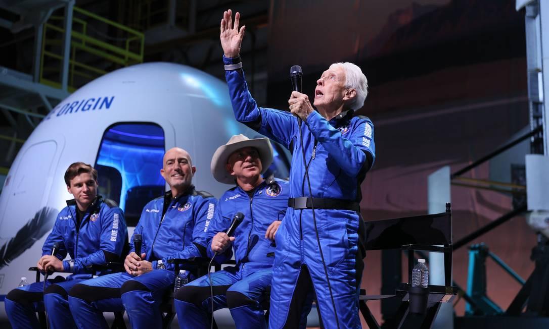 A pilota Wally Funk, de 82 anos, foi ao espaço pela primeira vez: uma vida à espera deste momento Foto: JOE RAEDLE / AFP