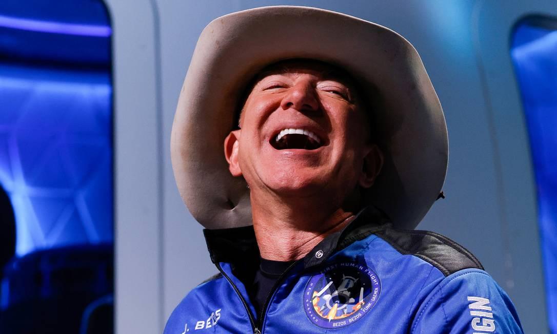Feliz da vida: Jeff Bezos descreveu o dia do seu voo ao espaço como o melhor de todos os que viveu Foto: JOE SKIPPER / REUTERS