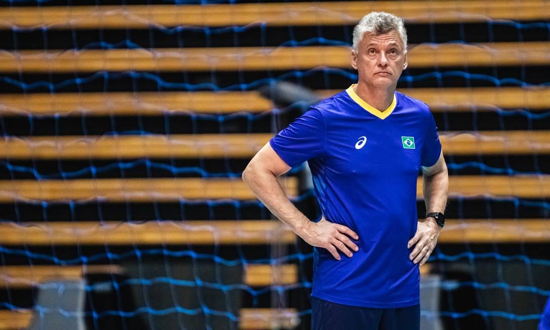 O técnico Renan Dal Zotto em treino da seleção masculina de vôlei do Brasil antes da viagem para Tóquio Foto: Miriam Jeske/COB