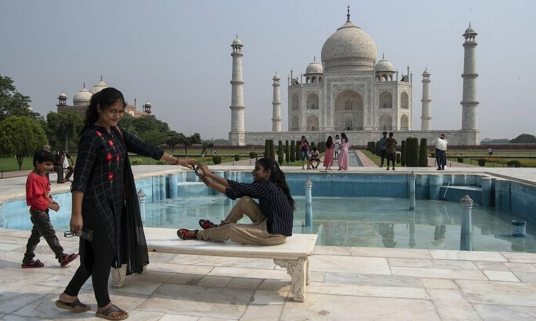 Ao contrário do que se via antes da pandemia, o Taj Mahal agora é visitado majoritariamente por indianos Foto: Saumya Khandelwal / The New York Times