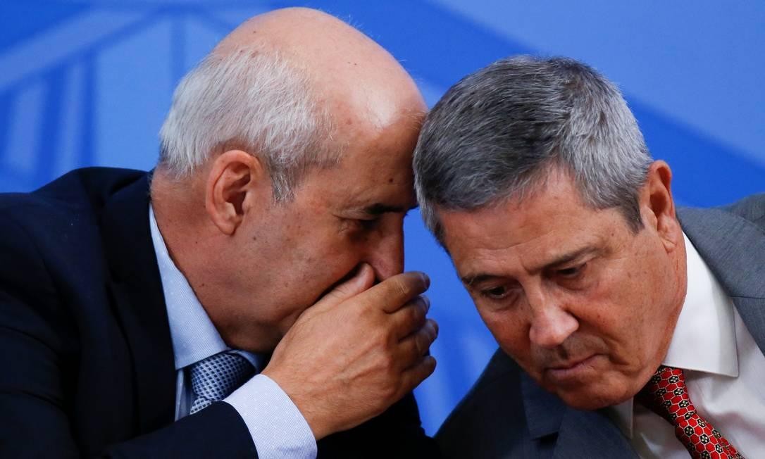 Os ministros Luiz Eduardo Ramos e Walter Braga Netto, durante entrevista coletiva Foto: Ueslei Marcelino/Reuters/22-04-2020