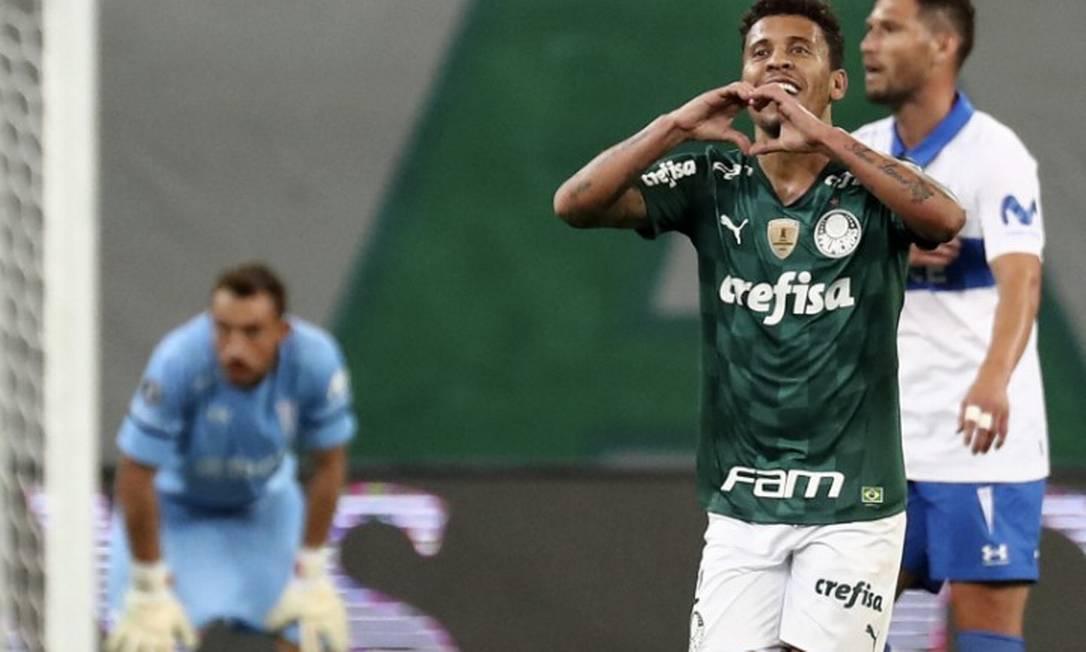 Marcos Rocha marcou após aproveitar rebote de Raphael Veiga e garantiu a classificação do Palmeiras contra a Universidad Católica Foto: Sebastião Moreira / AFP