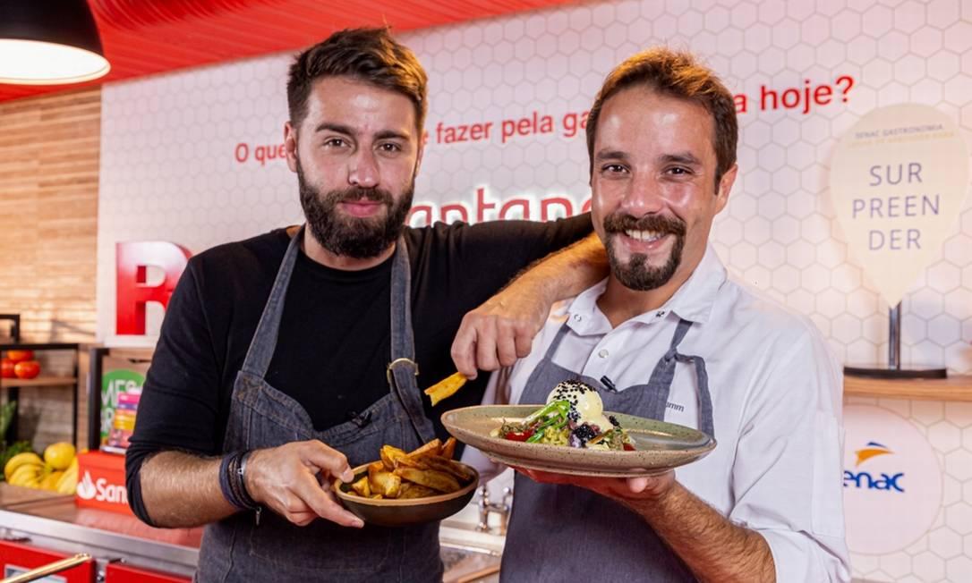 Pedro Benoliel e Elia Schramm: os chefs e amigos ensinam a preparar steak tartare Foto: Divulgação