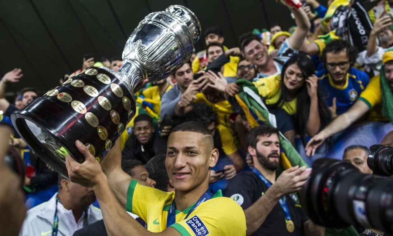 Camisa 10 da seleção olímpica, Richarlisson foi campeão da Copa América com a principal em 2019. Atualmente defende o Everton Foto: Guito Moreto / Agência O Globo