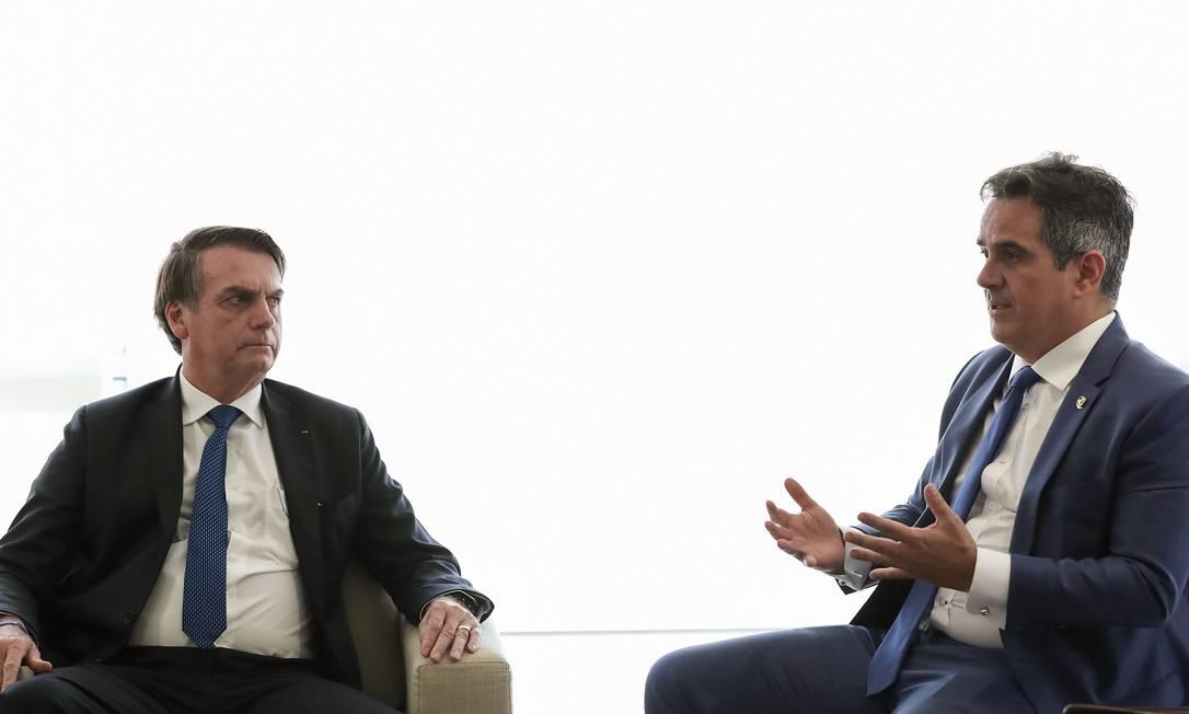 O presidente Jair Bolsonaro e o senador Ciro Nogueira, durante reunião no Palácio do Planalto Foto: Marcos Corrêa/Presidência/04-04-2019