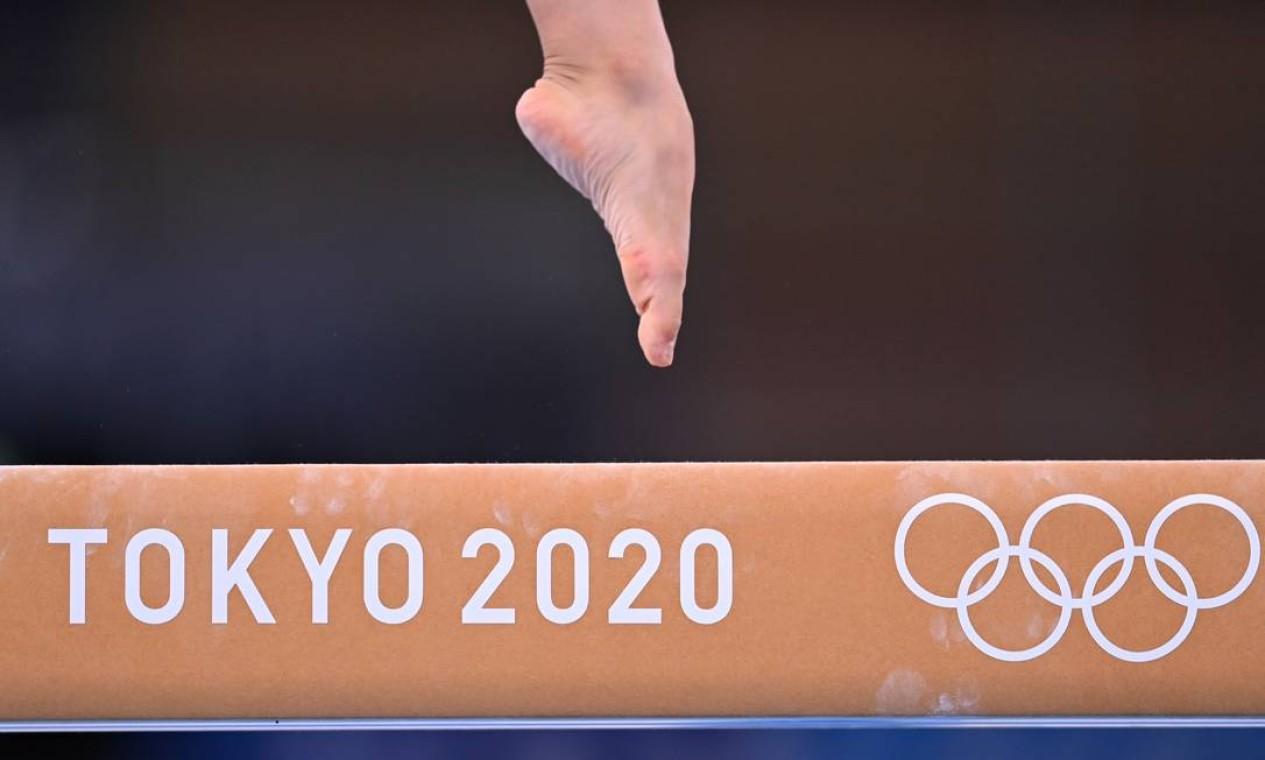Ginasta treina na trave do Centro de Ginástica Ariake em Tóquio, Japão. Atletas de diversas modalidades já treinam nos locais onde acontecerão as disputas Foto: DYLAN MARTINEZ / REUTERS