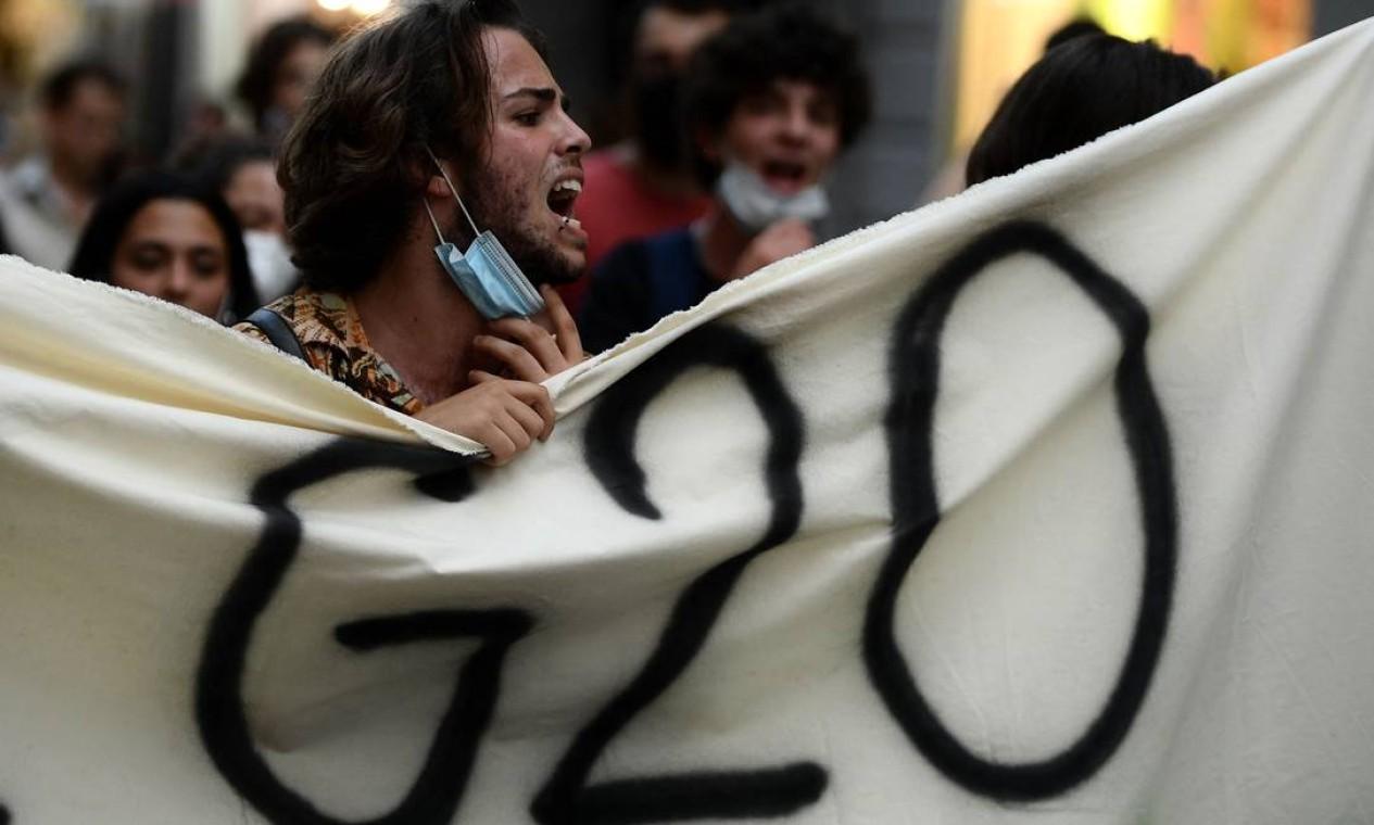 Reunião da cúpula do G20 sobre clima e energia, em Nápoles, Itália, é alvo de protestos Foto: FILIPPO MONTEFORTE / AFP