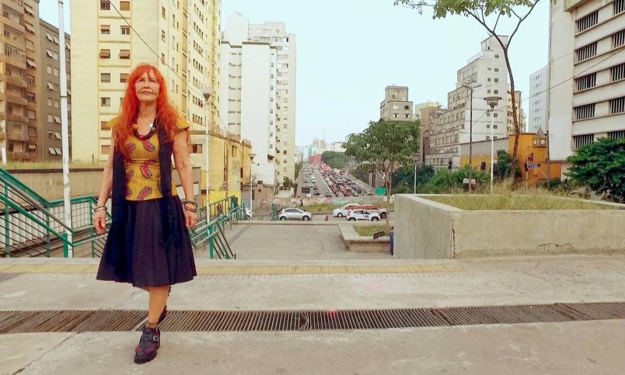 Helena Ignez em cena do doecumentário 'A mulher da Luz Própria', sobre sua trajetória, dirigido por Sinai Sganzerla Foto: Divulgação