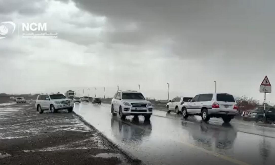 Chuva artificial em Dubai, nos Emirados Árabes Unidos Foto: Reprodução