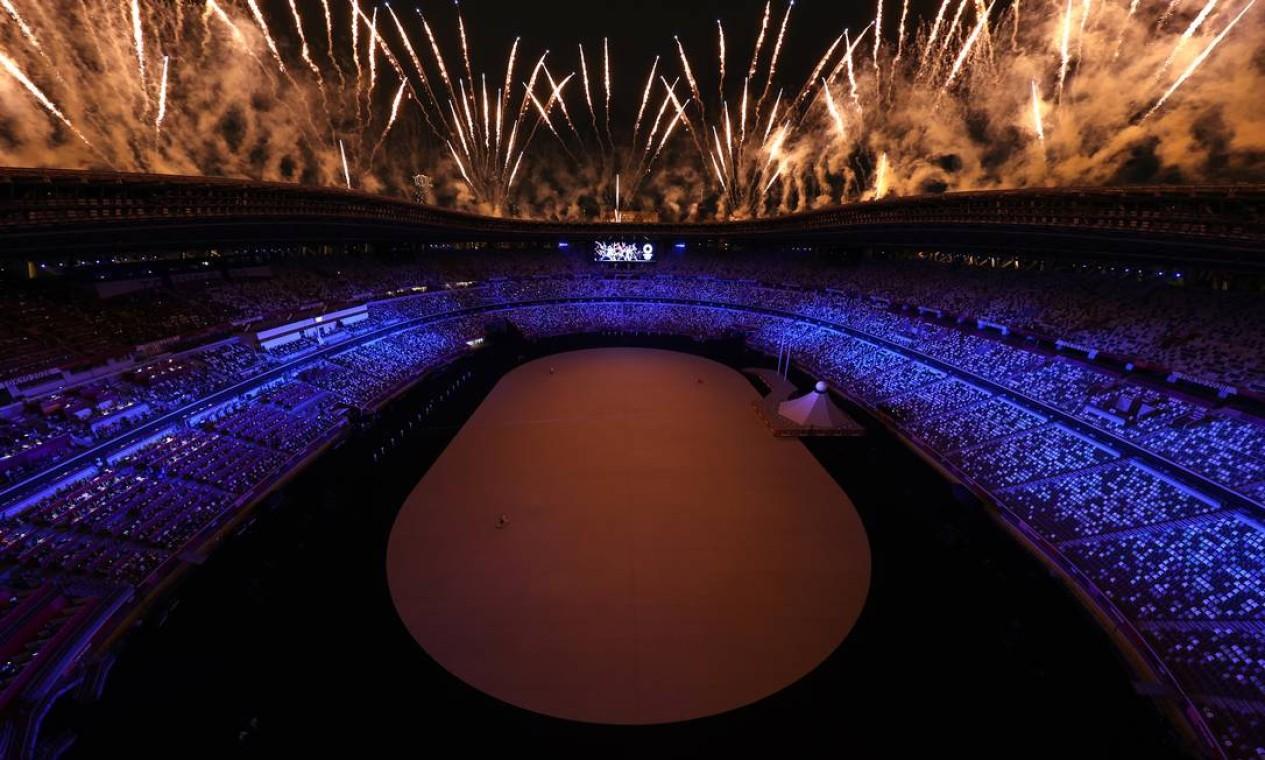 Fogos de artifício marcam o começo da cerimônia de abertura Foto: FABRIZIO BENSCH / REUTERS