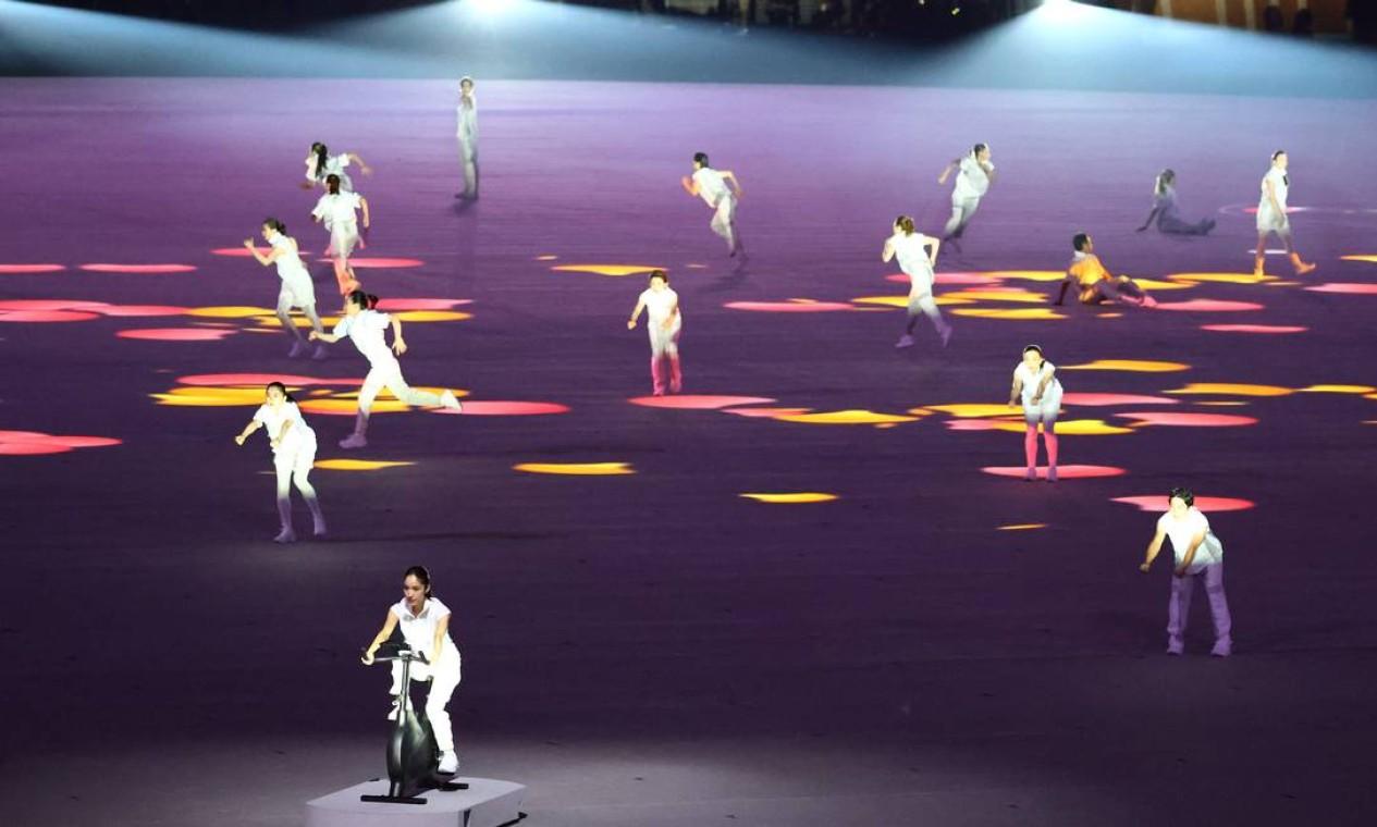 Performance homenageia o sacrifício dos atletas em treinar em casa durante o confinamento devido à pandemia Foto: LUCY NICHOLSON / REUTERS