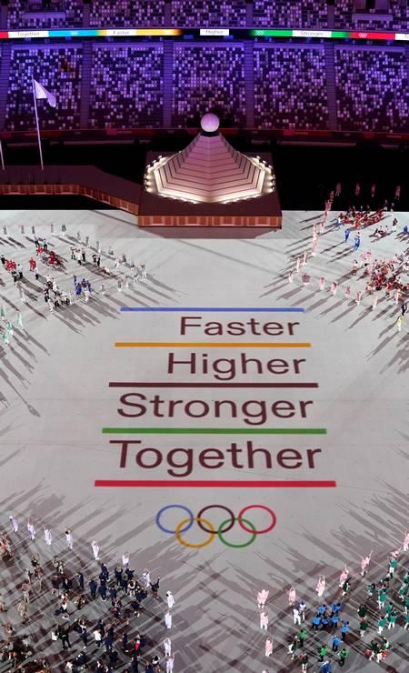 Mais rápido, mais alto, mais forte, mais unidos. A solidariedade foi exaltada com um valor olímpico, para um mundo que teve as desigualdades expostas pela pandemia do coronavírus, além da crise migratória Foto: ATHIT PERAWONGMETHA / REUTERS