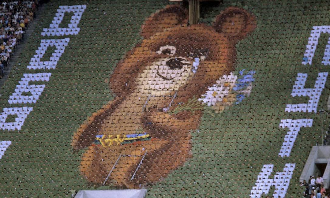 Urso Misha chorando na cerimônia de encerramento da Olimpíada de 1980 Foto: Arquivo