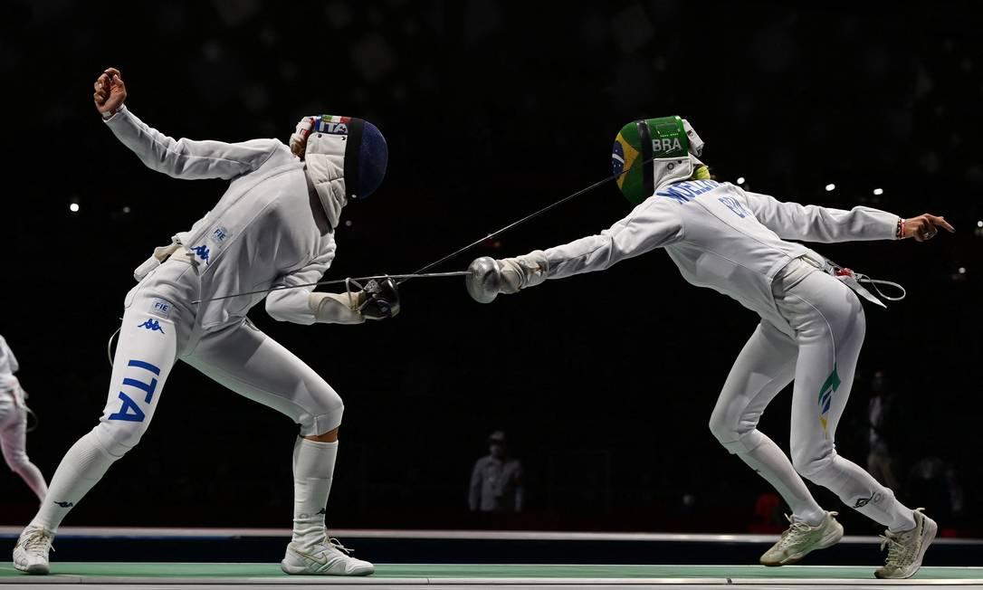 Nathalie Moellhausen na sua estreia das Olimpíadas contra a italiana Rossella Fiamingo Foto: Mohd Rasfan / AFP