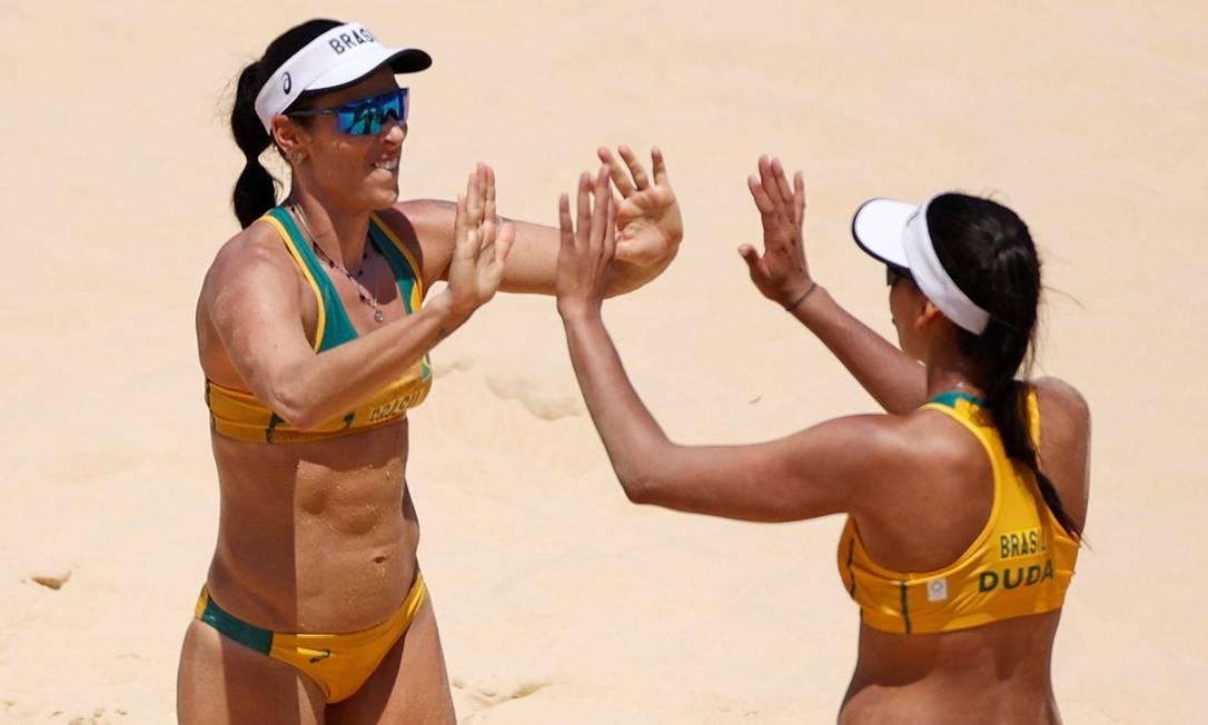 Agatha e Duda estrearam com vitória no vôlei de praia Foto: JOHN SIBLEY / REUTERS