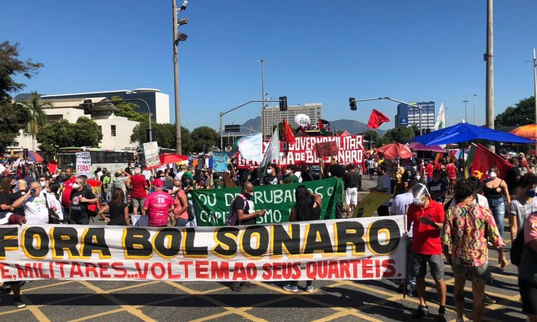 Manifestantes voltam às ruas para pedir saída do presidente do cargo Foto: Jan Niklas