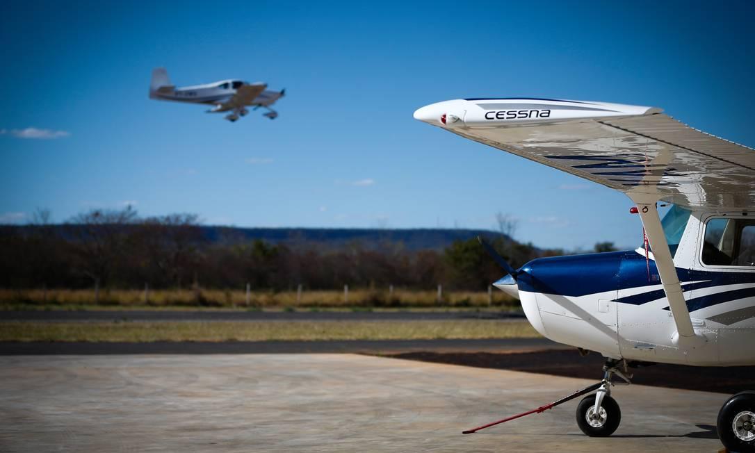 Tráfego aéreo no aeródromo de Barreiras, no Oeste da Bahia Foto: Pablo Jacob / Agência O Globo