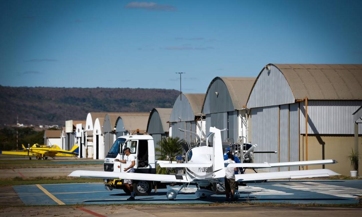 Aeródromo de Barreiras. Local abriga aproximadamente 120 aeronaves Foto: Pablo Jacob / Agência O Globo
