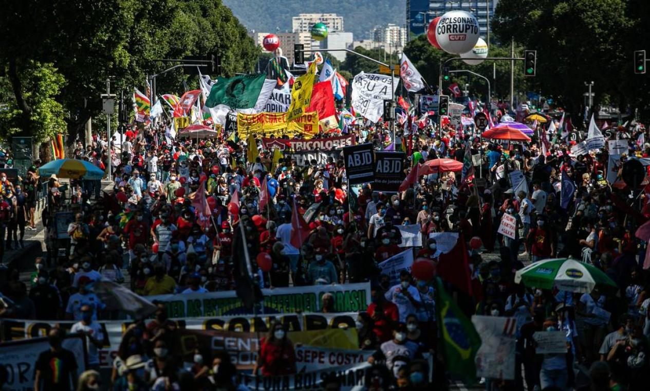 Manifestacao Fora Bolsonaro na Avenida Presidente Vargas, no Centro do Rio Foto: Hermes de Paula / Hermes de Paula/Agência O Globo