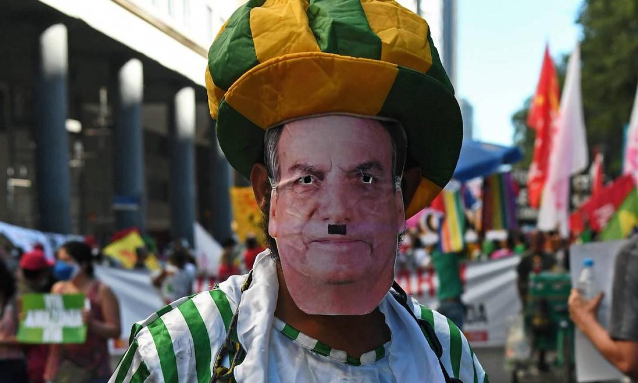 Manifestante faz crítica no Rio de Janeiro Foto: CARL DE SOUZA / Carl de Souza/AFP