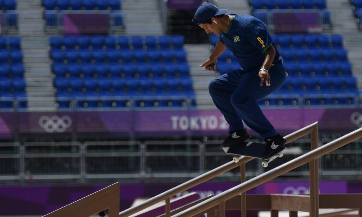 O brasileiro Kelvin Hoefler durante a conquista da medalha de prata, em Tóquio Foto: TOBY MELVILLE / REUTERS