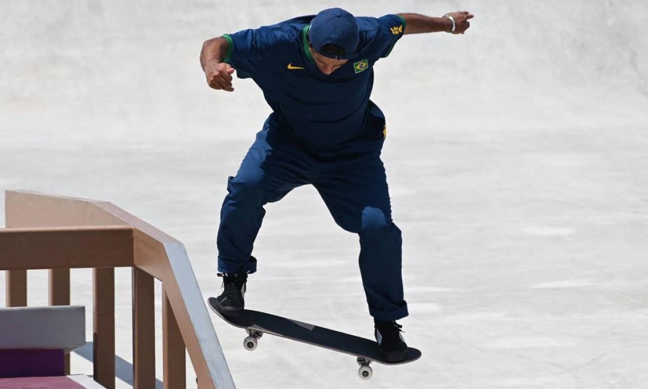 O brasileiro Kelvin Hoefler durante a conquista da medalha de prata, em Tóquio Foto: MARTIN BERNETTI / AFP