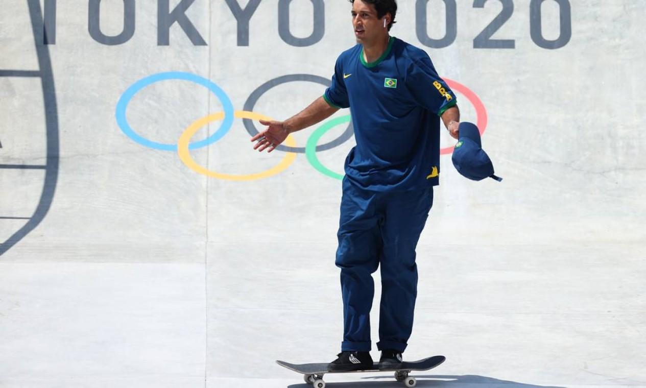 O brasileiro Kelvin Hoefler durante a conquista da medalha de prata, em Tóquio Foto: LUCY NICHOLSON / REUTERS