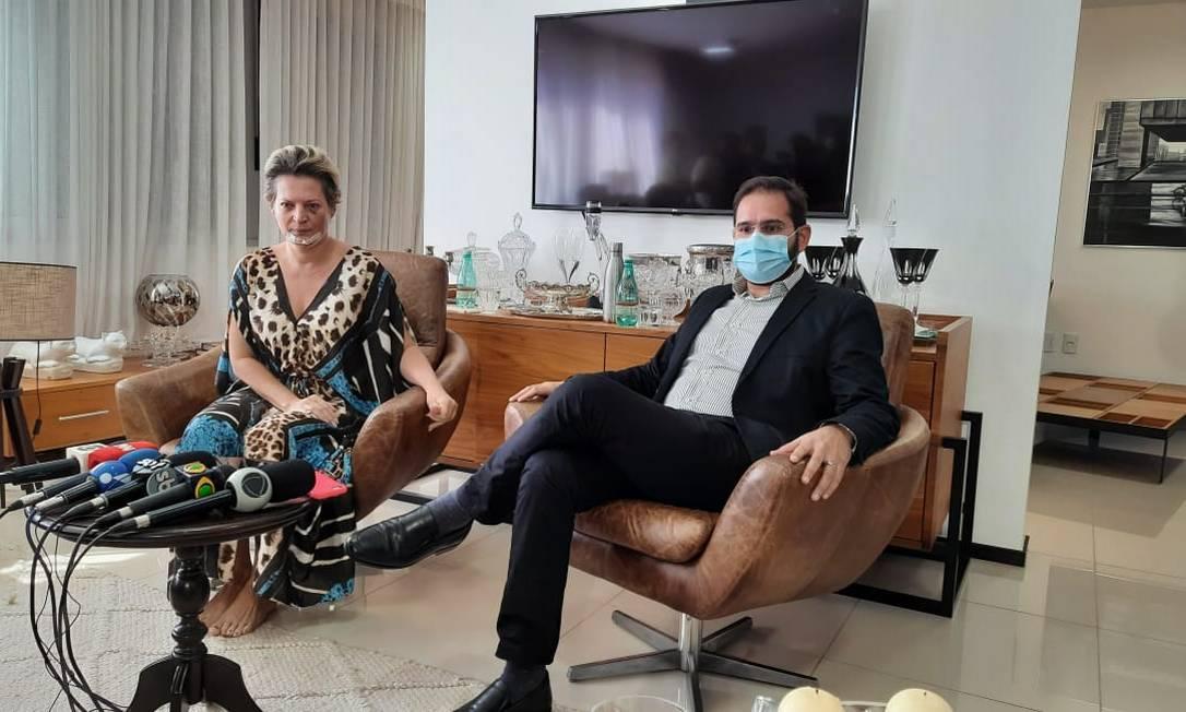 A deputada Joice Hasselmann e o marido Daniel França durante entrevista coletiva sobre episódio que resultou em ferimentos na parlamentar Foto: Bruno Goés / O Globo