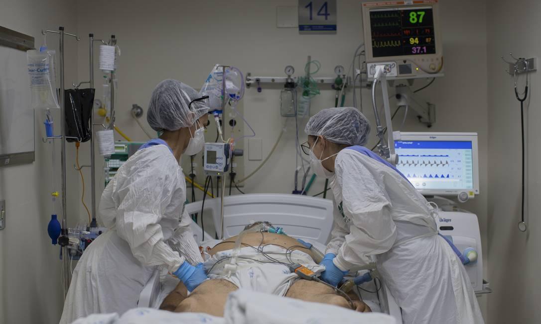 Paciente em UTI de hospital na cidade de Ribeirão Preto (SP) Foto: Edilson Dantas / Agência O Globo