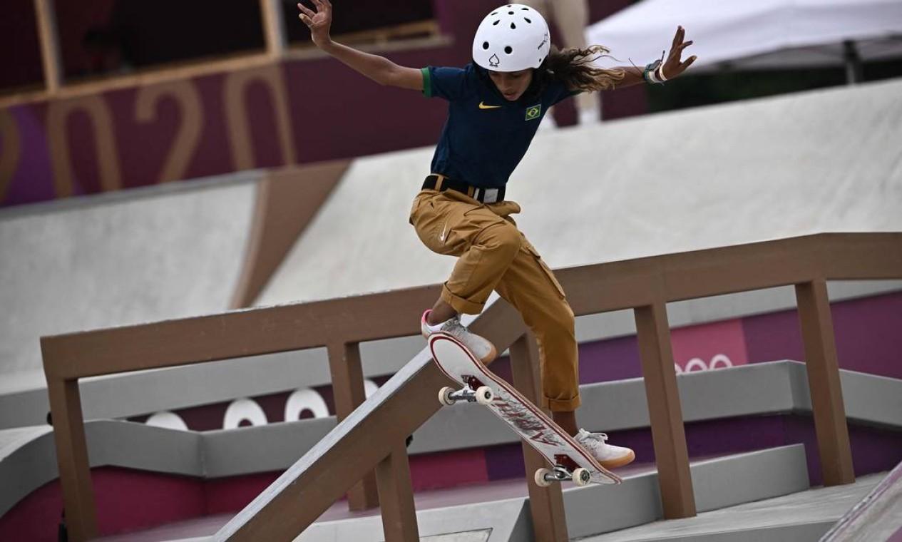 Rayssa Leal, durante a competição de skate street nos Jogos Olímpicos de Tóquio; ela foi prata Foto: JEFF PACHOUD / AFP