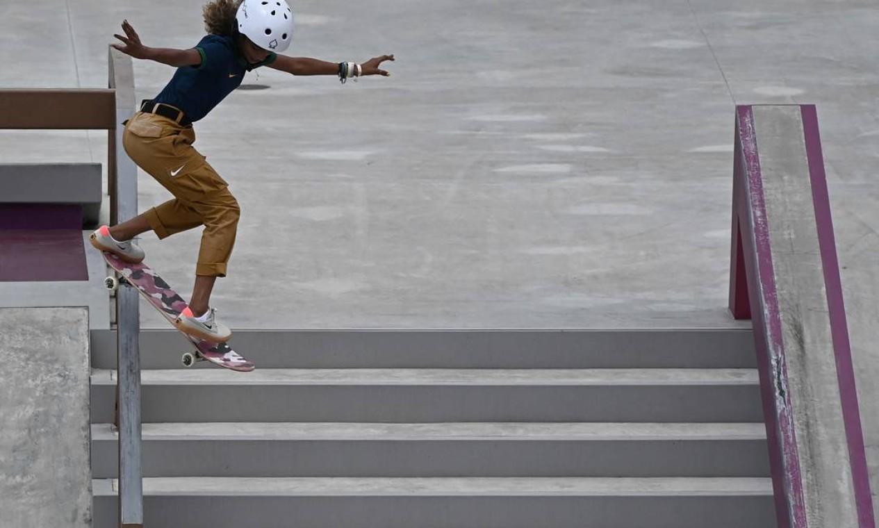 Rayssa Leal, durante a competição de skate street nos Jogos Olímpicos de Tóquio; ela foi prata Foto: LIONEL BONAVENTURE / AFP
