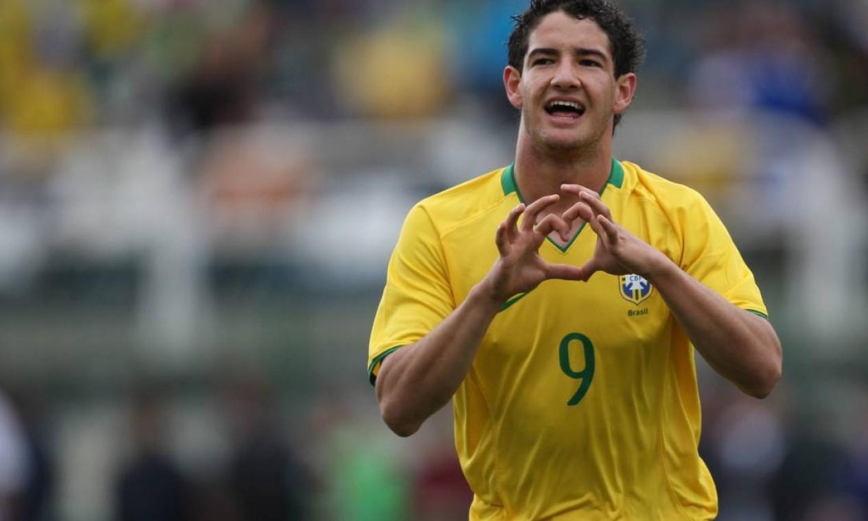 9º - Alexandre Pato (futebol), bronze em 2008 aos 18 anos, 11 meses e 20 dias. Foto: Alexandre Cassiano / Agência Globo