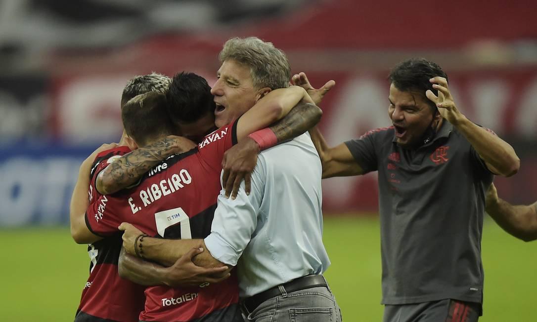 Renato Gaúcho comemora após gol de Bruno Henrique contra o São Paulo Foto: ALEXANDRE LOUREIRO / REUTERS