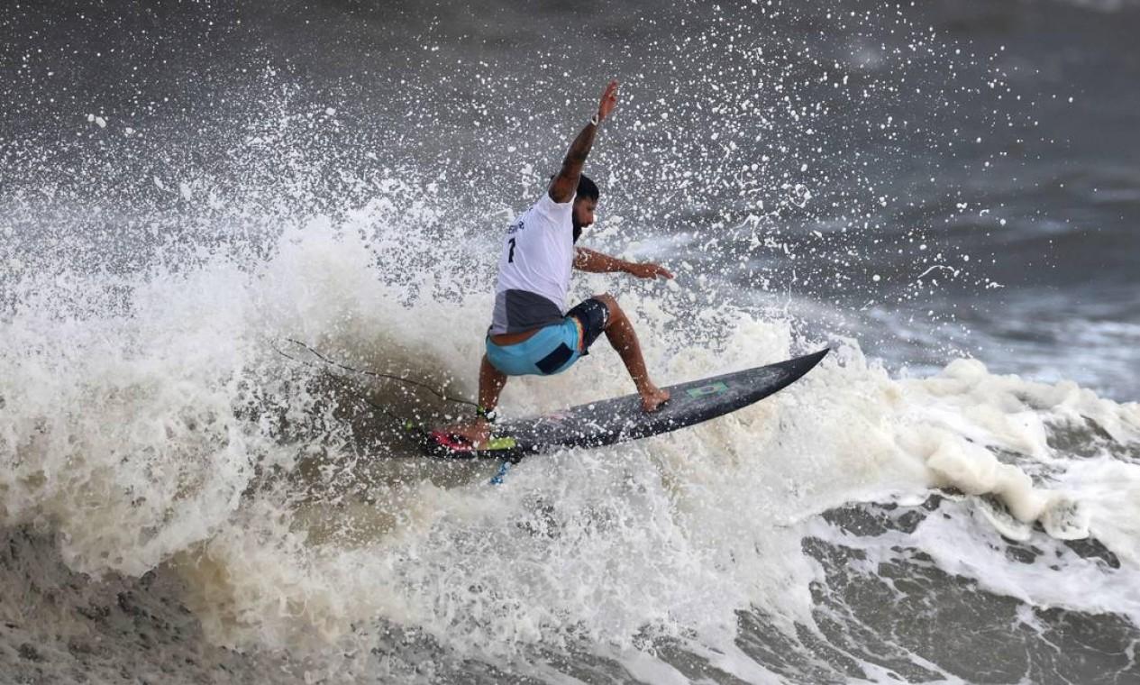 Italo Ferreira no dia decisivo do surfe nos Jogos Olímpicos de Tóquio Foto: YUKI IWAMURA / AFP