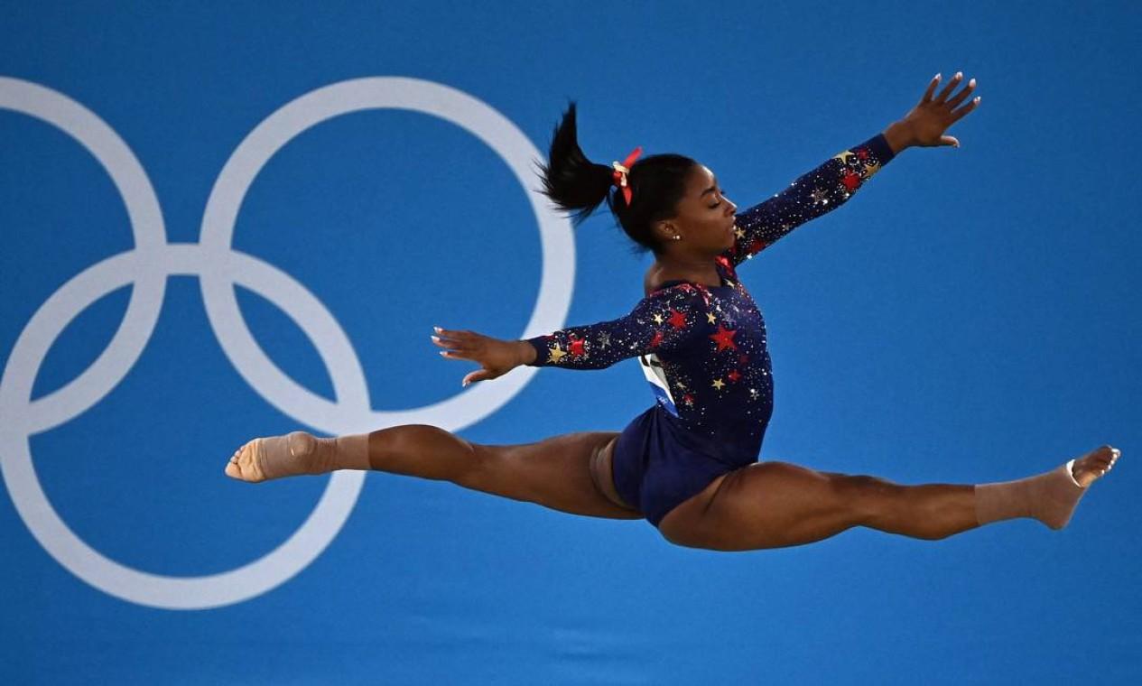 Parte da coreografia de Simone Biles na apresentação de solo das classificatórias. Foto: LIONEL BONAVENTURE / AFP