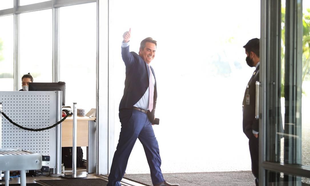 Senador Ciro Nogueira (Progressista) sai sorridente após encontro com Bolsonaro. Nogueira aceitou o convite para integrar a Casa Civil Foto: Cristiano Mariz / Agência O Globo