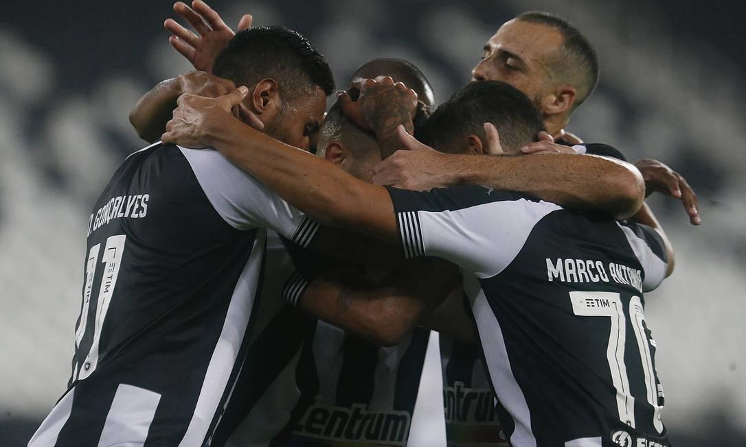 Time do Botafogo comemora o segundo gol do jogo, de Diego Gonçalves Foto: Vítor Silva/Botafogo / Vítor Silva/Botafogo