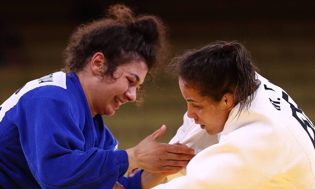 Luta entre Maria Portela e Madina Taimazova teve punição polêmica para brasileira Foto: SERGIO PEREZ / REUTERS