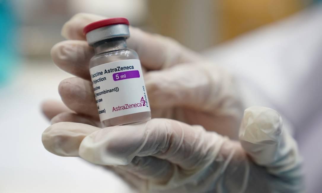 Frasco da vacina contra a Covid-19 de Oxford/AstraZeneca Foto: ATHIT PERAWONGMETHA / REUTERS
