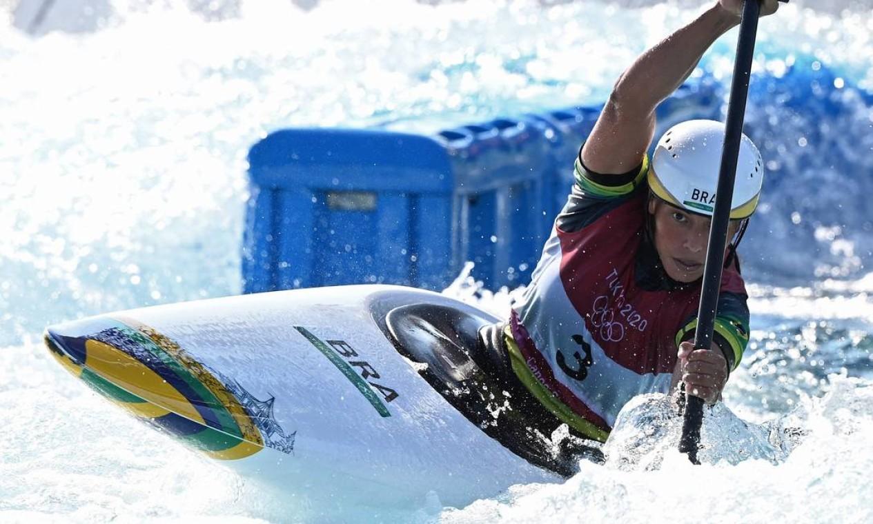 Na canoagem, Ana Sátila se classificou na semifinal, após terminar sua descida em 120.46 segundos Foto: LUIS ACOSTA / AFP