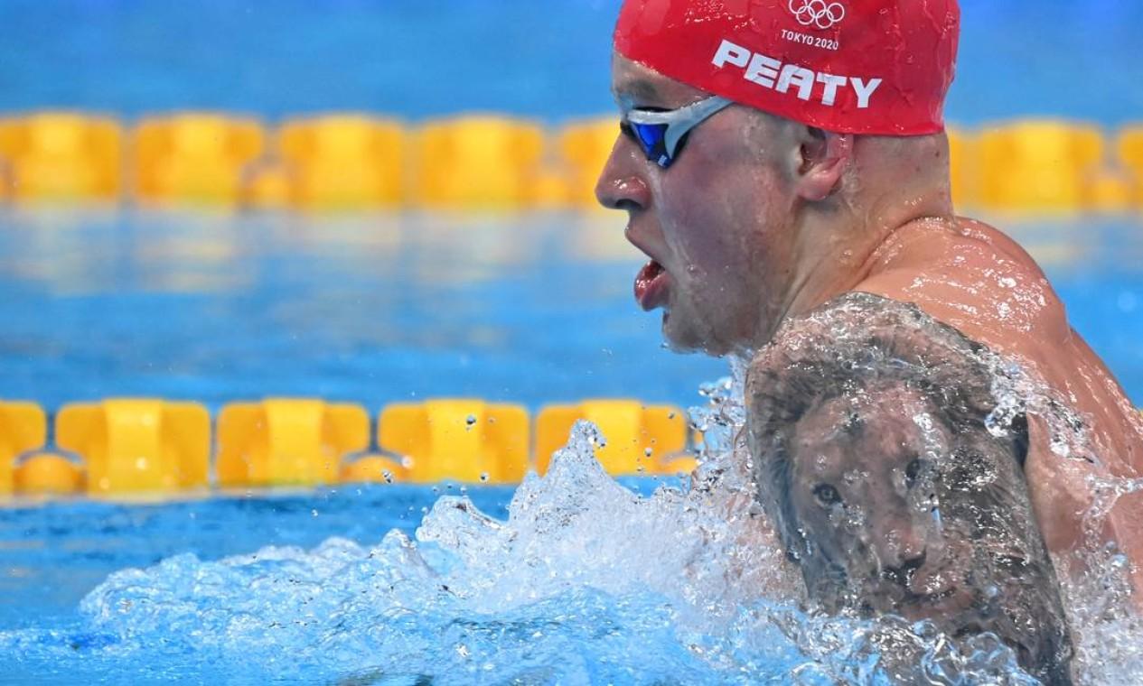 O nadador Adam Peaty, da Grã-Bretanha, tem um leão tatuado no braço esquerdo Foto: JONATHAN NACKSTRAND / AFP