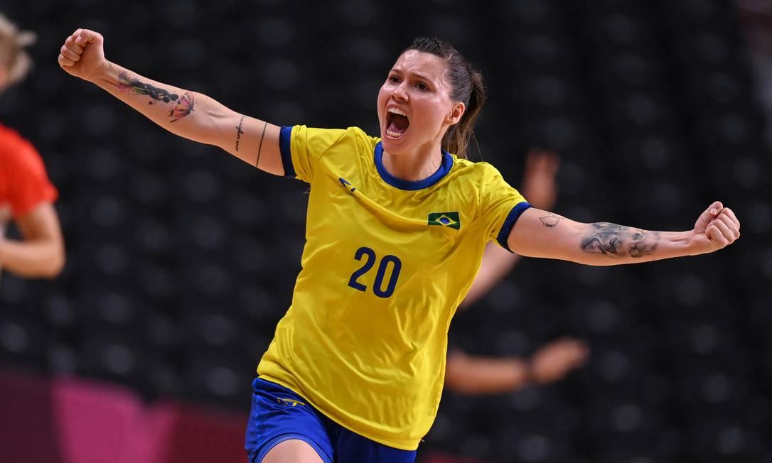 La brasileña Larissa Weiss Munhos Araujo del equipo femenino de balonmano Foto: Daniel Leal Olivas / AFP