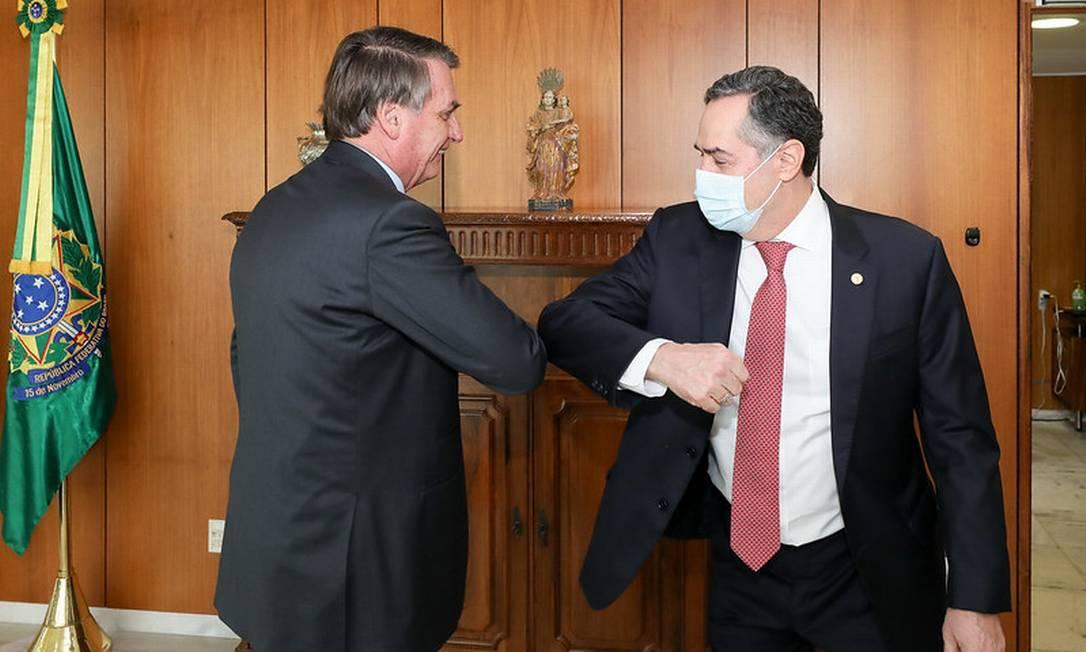 O presidente Jair Bolsonaro e o ministro Luís Roberto Barroso Foto: Marcos Corrêa/Presidência/13-05-2021