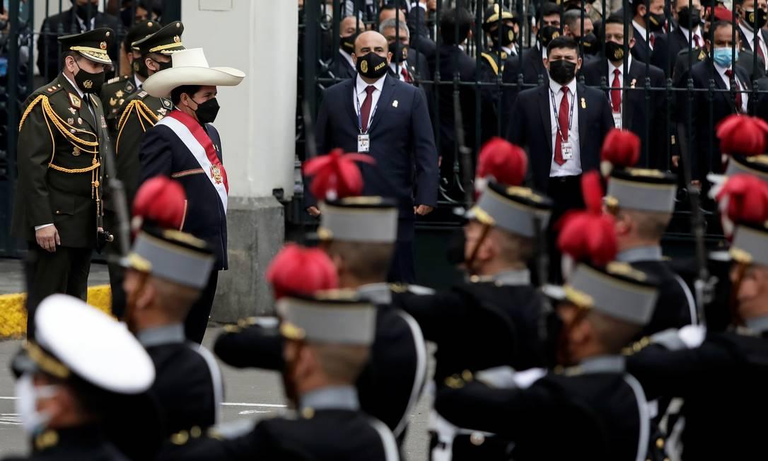 Presidente peruano, Pedro Castillo, depois da cerimônia de posse no Congresso Foto: ANGELA PONCE / REUTERS