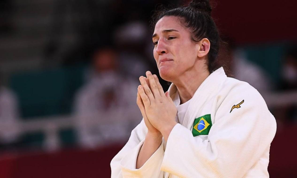 Mayra se emocinou após confirmar sua vitória imobilizando a sul coreana Foto: ANNEGRET HILSE / REUTERS