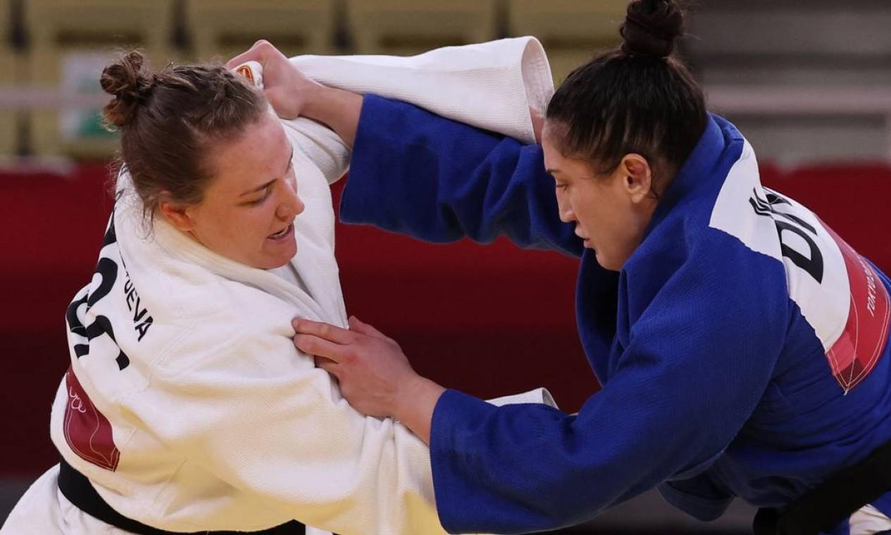 Na repescagem, a judoca gaúcha superou a russa Aleksandra Babintseva e foi para a disputa pelo pódio, onde venceu a coreana Hyunji Yoon Foto: JACK GUEZ / AFP