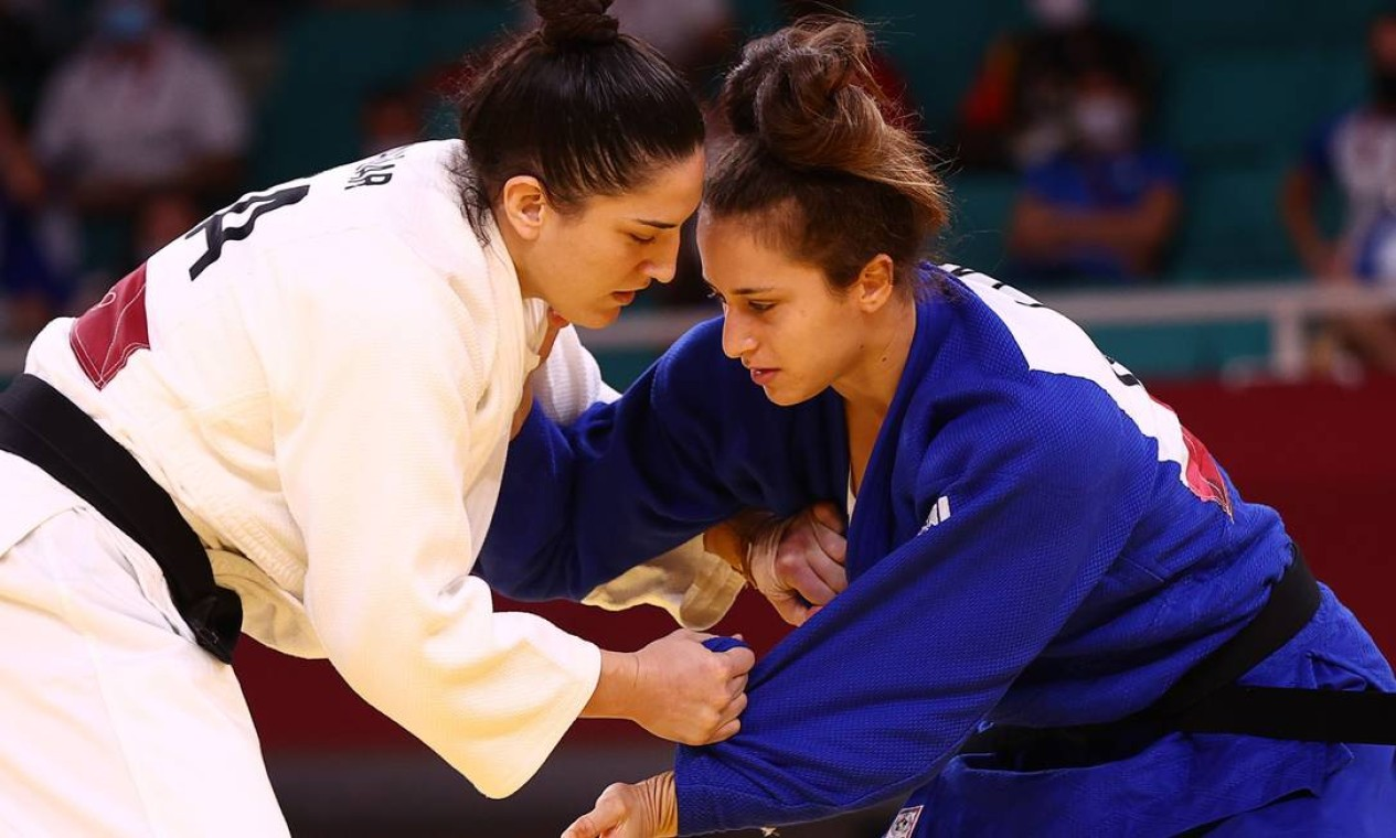 Na estreia em Tóquio, Mayra venceu a israelense Inbar Lanir por ippon e garantiu a vaga nas quartas de final Foto: SERGIO PEREZ / REUTERS