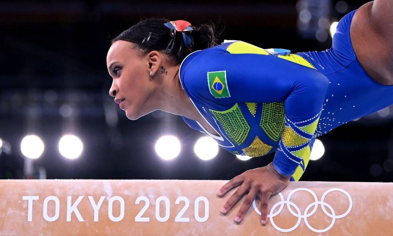 Rebeca Andrade conquista a prata em medalha olímpica inédita para a ginástica feminina do Brasil Foto: DYLAN MARTINEZ / REUTERS