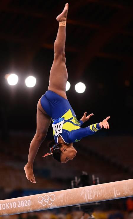 No individual geral, ginasta brasileira teve melhor nota no salto sobre mesa, bom desempenho nas barras assimétricas e na trave e finalizou com 'Baile de Favela' no solo Foto: LOIC VENANCE / AFP