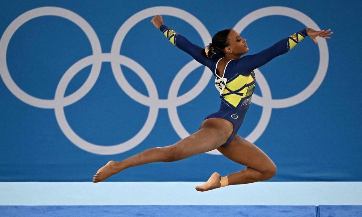 """Rebeca Andrade levou o """"Baile de Favela"""", o ritmo da periferia de tantas garotas negras como ela, para Tóquio. A ginasta é a primeira do Brasil a conquistar uma medalha olímpica Foto: LIONEL BONAVENTURE / AFP"""